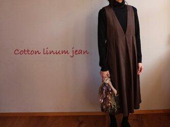 後ろ姿が可愛いバックボタン ジャンパースカートの画像