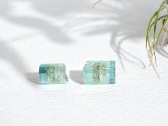 再販【14kgf】トルマリン原石のスタッドピアス ブルーの画像