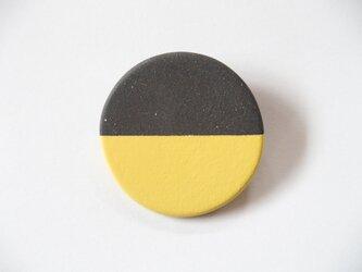 POINT HALF brooch Black / Yellowの画像