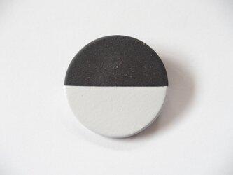 POINT HALF brooch Black / Whiteの画像