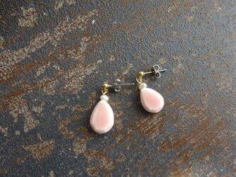 ペアシェイプの小さく揺れる陶pierce/earring(薄ピンク)の画像