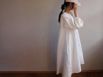 秋冬厚地国産ダブルガーゼ 裾ラウンドAラインワンピース(ホワイト)の画像