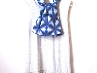 花の輪(ブルーの端ver.)*雪花絞りの日本製ダブルガーゼ首巻きの画像
