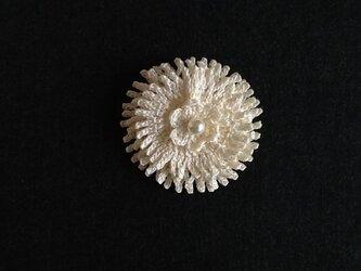 レース編み*お花のブローチの画像