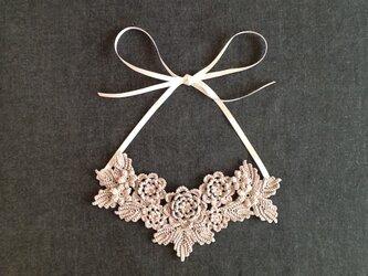レース編み*お花のネックレスの画像