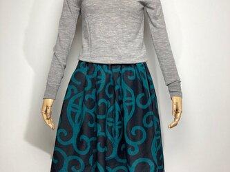 【着物リメイク】タック&ギャザースカート/濃紺地にグリーン抽象柄の画像