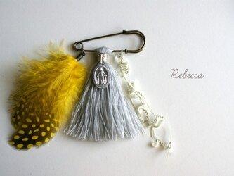 タッセルブローチ feather*yellow×grayの画像