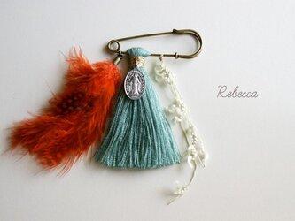 タッセルブローチ feather*orange×greenの画像