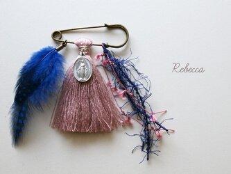タッセルブローチ feather*blue×pinkの画像