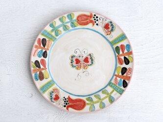 赤いチューリップと蝶絵のリム皿の画像