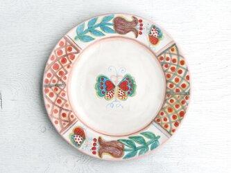 紫色のチューリップと蝶絵のリム皿(斜紋)の画像