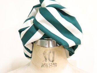 緑白ストライプのヘアターバンの画像