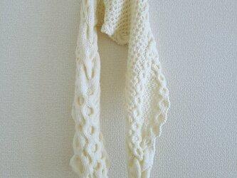 46.ベーシックな色のなわ編みショール〈オフホワイト〉の画像