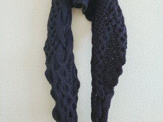 49.ベーシックな色のなわ編みショール〈ネイビー〉の画像