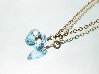 【11月誕生石】きらめく空色。スカイブルー・トパーズのネックレス [送料無料]の画像