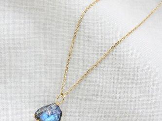 """""""漆塗り""""ブルームーンストーンの原石ネックレス Rough Rock Blue Moonstone Necklace K10の画像"""