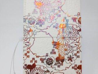 ギルディング和紙ケース(ストラップ付) 菊 白地 赤混合箔の画像