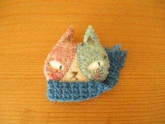 10  ハチワレ猫ブローチ(ピンクとブルー)の画像