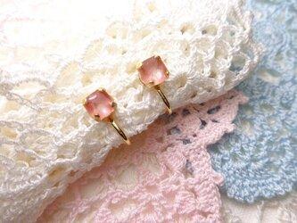 コーラルピンクのイヤリングの画像