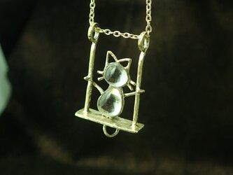 ブランコ猫のネックレス(ガラス入り)の画像