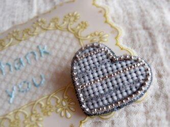 ハートブローチ シルバー*タルヘテリアとビーズ刺繍の画像