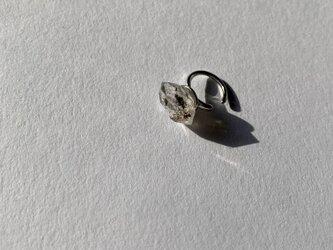 オイルインクオーツのイヤーカフの画像