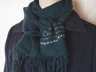 ツリーを織り込んだふんわりカシミヤのミニ手織りマフラー の画像