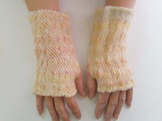 ふわっと暖かい手染め手紡ぎ糸を使った手織りハンドウォーマー  イエローオレンジの画像