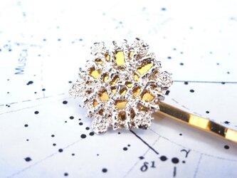 ヘアピン ゴールドの雪の結晶フィグリーの画像