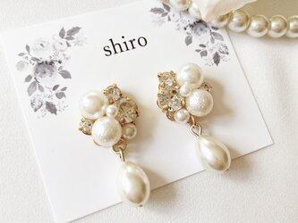 七五三 結婚式に♡ホワイトパール シェルパールチャーム ビジューピアスの画像