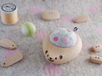 ハリネズミの羊毛ピンクッション【針山】ふわふわ水玉 パステルの画像