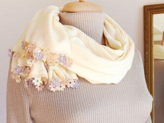 【受注製作】レースの花付き パシュミナストール「マリー/2辺」ミルクホワイトの画像