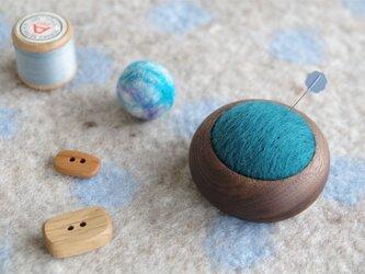 まあるいカップの羊毛ピンクッション【針山】青色の画像