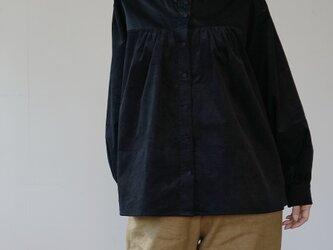 peasant shirts[マイクロコーデュロイ×コットンワッシャー][black]の画像