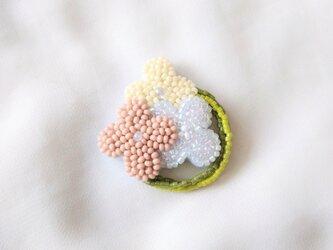 小花のリース ピンク ブローチの画像