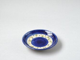 コバルトブルーと三色水玉の4寸皿 (沖縄のやちむん)の画像