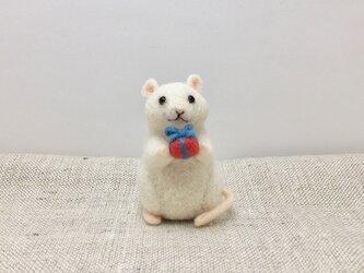 ネズミのクリスマス(プレゼント)の画像