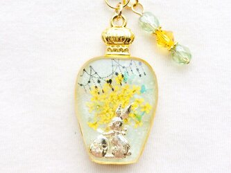 香水瓶ストラップ ウサギ(春の野)の画像