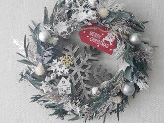 雪の森のクリスマスリースの画像