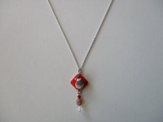 桜文鳥 絹糸刺繍ネックレスの画像