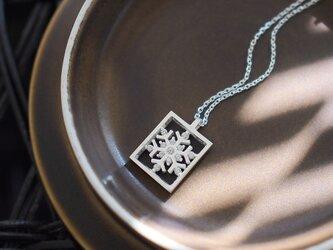 フレーム 雪の結晶 ネックレス シルバー925の画像