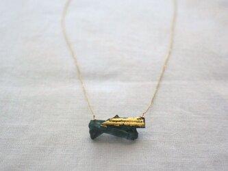 """""""漆塗り""""グリーントルマリンの原石ネックレス Green Tourmarine Necklace Urushi K10の画像"""
