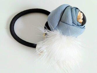 ¶ new antique fur ¶ グレーフラワーwithパール&ホワイトミンクヘアゴムの画像