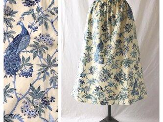 はくだけで美人になれるAラインスカート:80cm丈(クジャクの森:クリーム×ブルー)の画像
