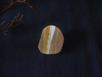 くるみの木のブローチ  ― ラテ ―の画像