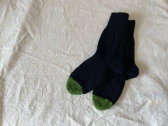 手編みの靴下 Black×greenの画像