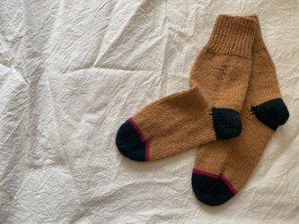 手編みの靴下 ピンクラインの画像