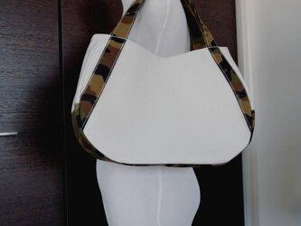 キナリ8号帆布にカモフラの三日月トートバッグの画像