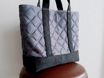 グレーナイロンキルトx帆布のトートバッグmの画像