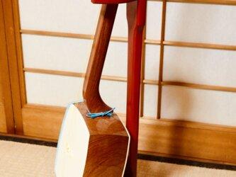 手作り木工 三味線スタンド (赤漆) 1本掛けの画像